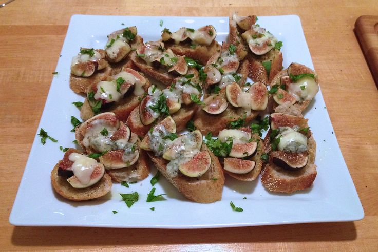 Fig & Gorgonzola Crostini | food | Pinterest