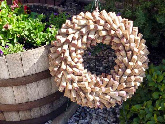 Wine cork wreath perfect for wine lovers for Cool things to do with wine corks