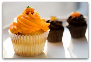 Mmm, cupcakes in orange and chocolate. | Fall & Halloween Ideas | Pin ...