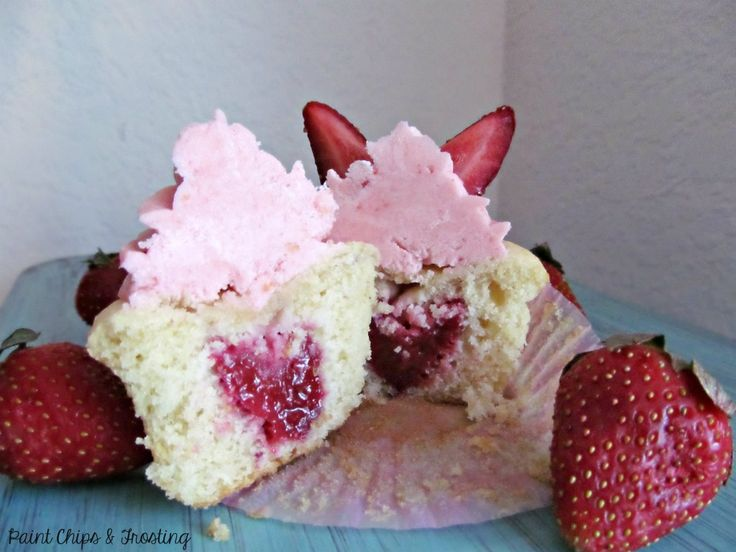 Strawberry Surprise Cupcakes | cupcakes | Pinterest