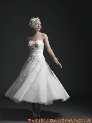 Romantische kurze Brautkleider aus Tüll und Satin Herzaussc...