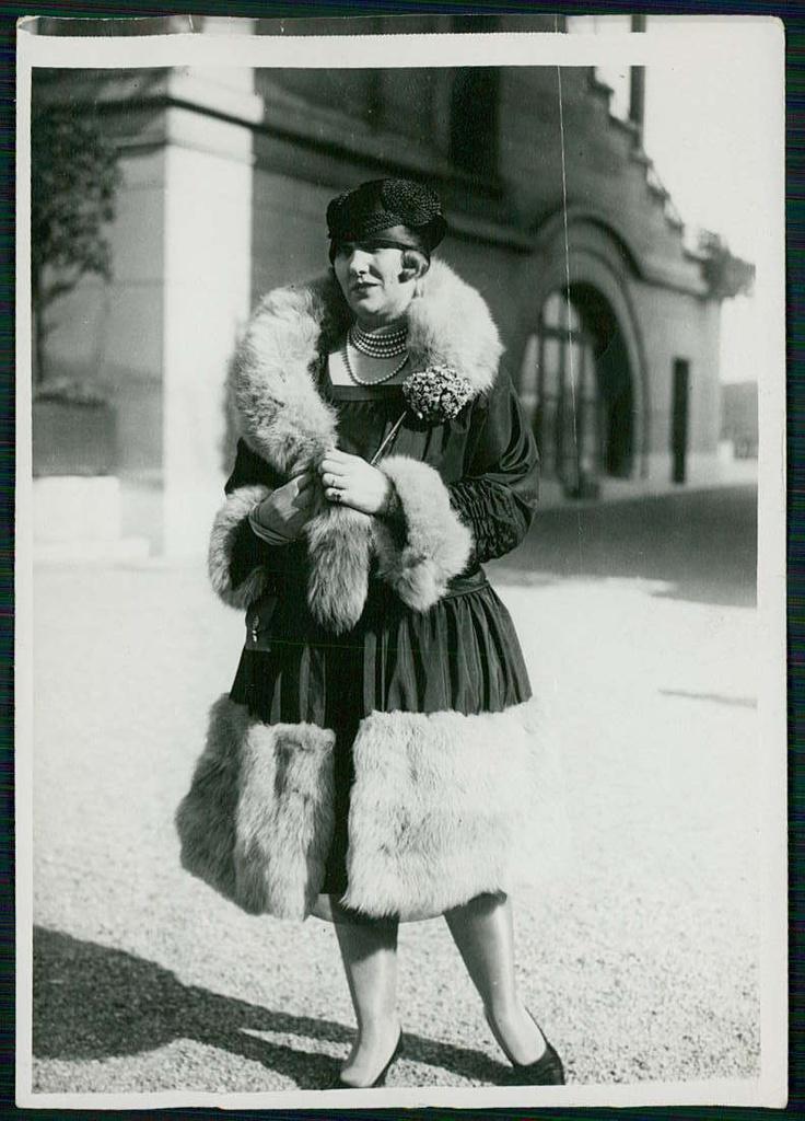 Haute couture paris french fashion dressmaking flapper for 1920 s haute couture