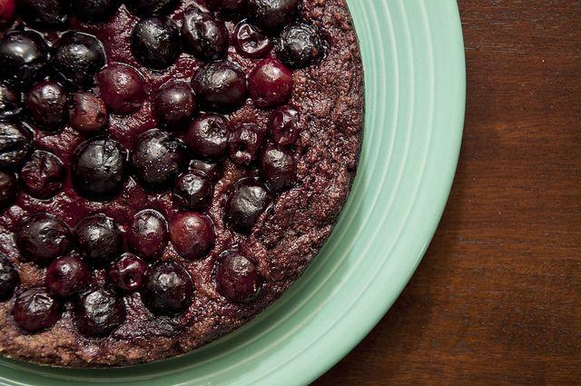vegan chocolate-cherry cake | i dream of cakes n bakes. yumm! | Pinte ...