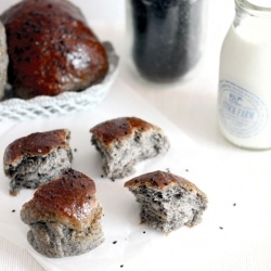 black sesame goma buns with goji berries | Foodie Of Note | Pinterest