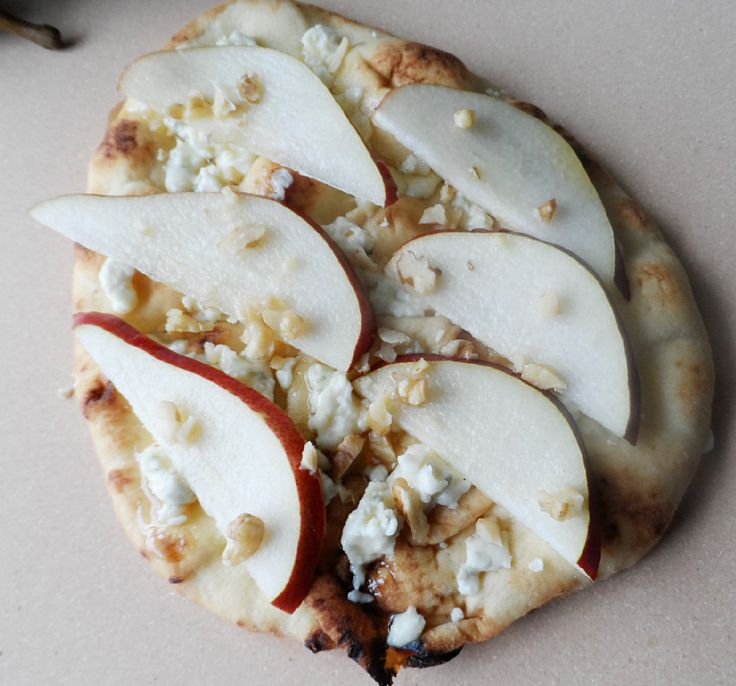 Flatbread with blue cheese and pear 3 | FOOD | Pinterest