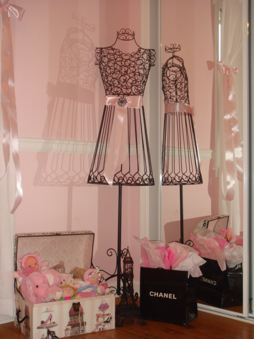 French boutique decor nursery baby girl pinterest for Boutique bedroom designs