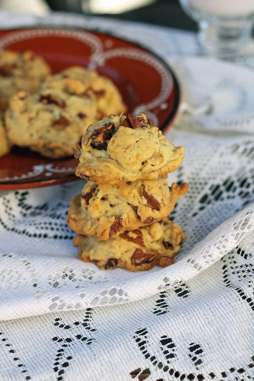 Crunchy Pecan Date Cookies | a Love a fare recipes | Pinterest