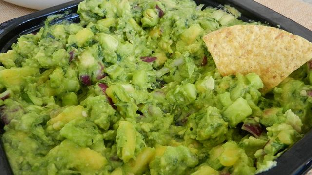 Pineapple and Cucumber Guacamole (Guacamole con Piña y Pepino) via ...