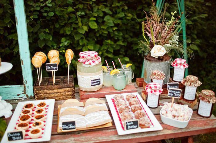 Vintage Decoracion Fiesta ~ Rustic Country Guest Dessert Feature