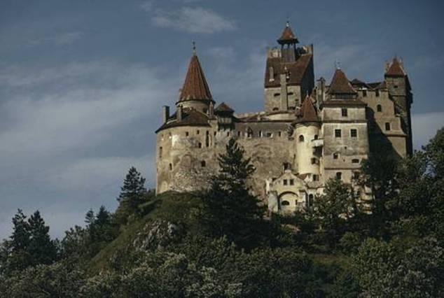 bran castle transylvania wanderlust pinterest