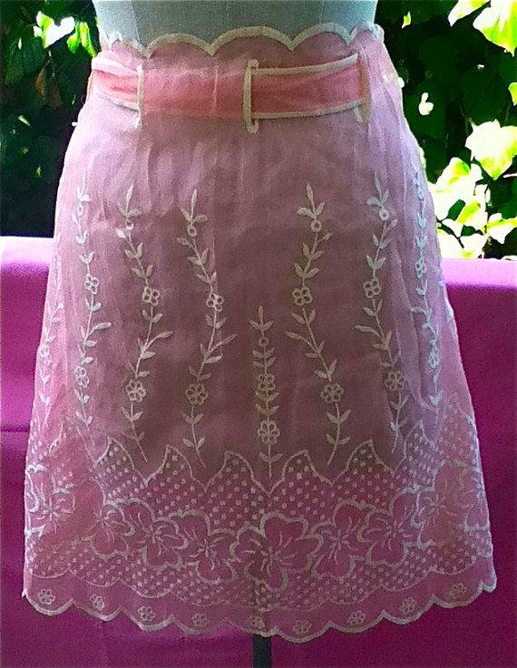 I love vintage aprons!