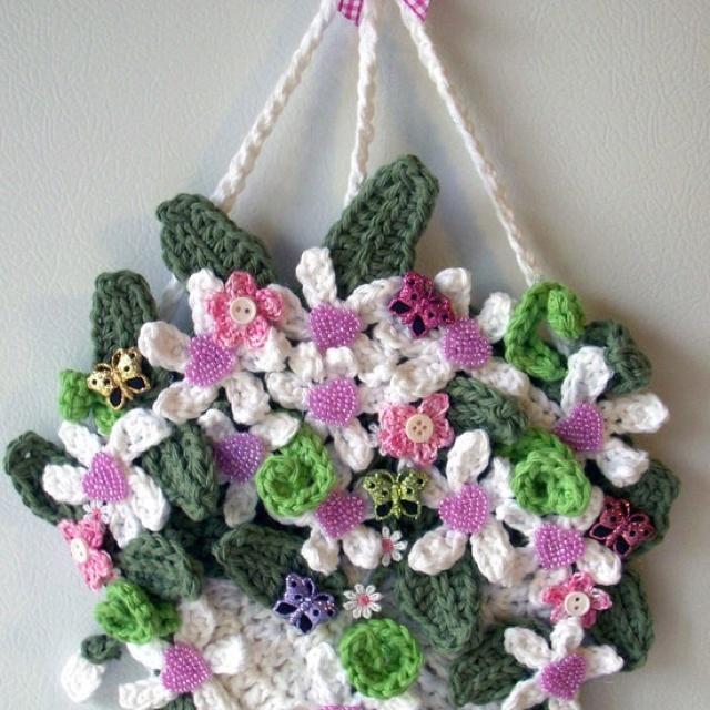 Crochet Hanging Flower Basket Pattern : Pin by Donna Gearren on crochet flowers and leaves Pinterest
