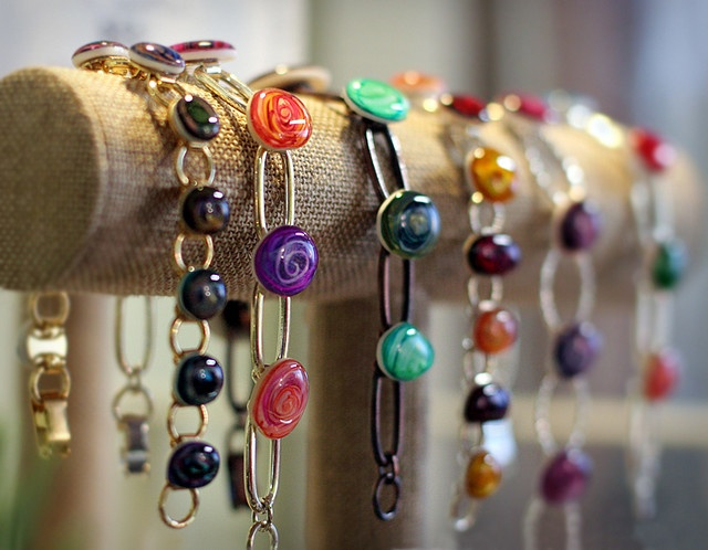 nice diy bracelet display