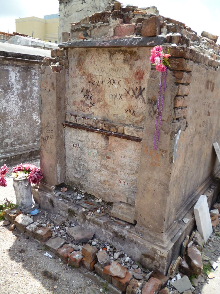 marie laveau  st louis cemetery 1 homes of new orleans marie simone leveaux marie laveau new orleans