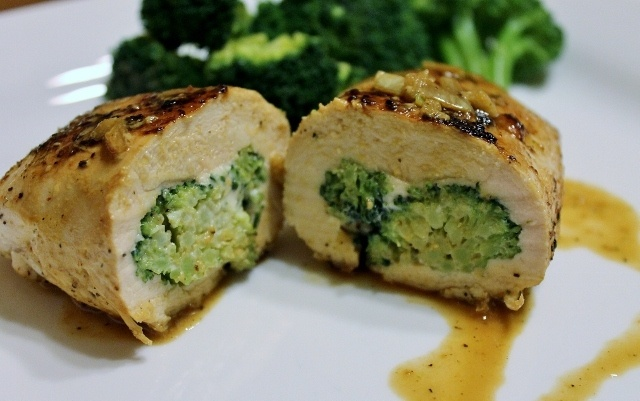 Broccoli Cheese Stuffed Chicken | Recipes to try | Pinterest