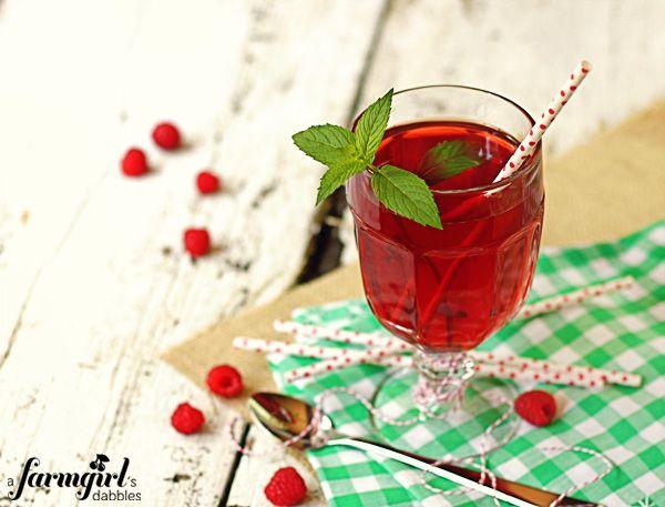 raspberry iced tea - a farmgirl's dabbles