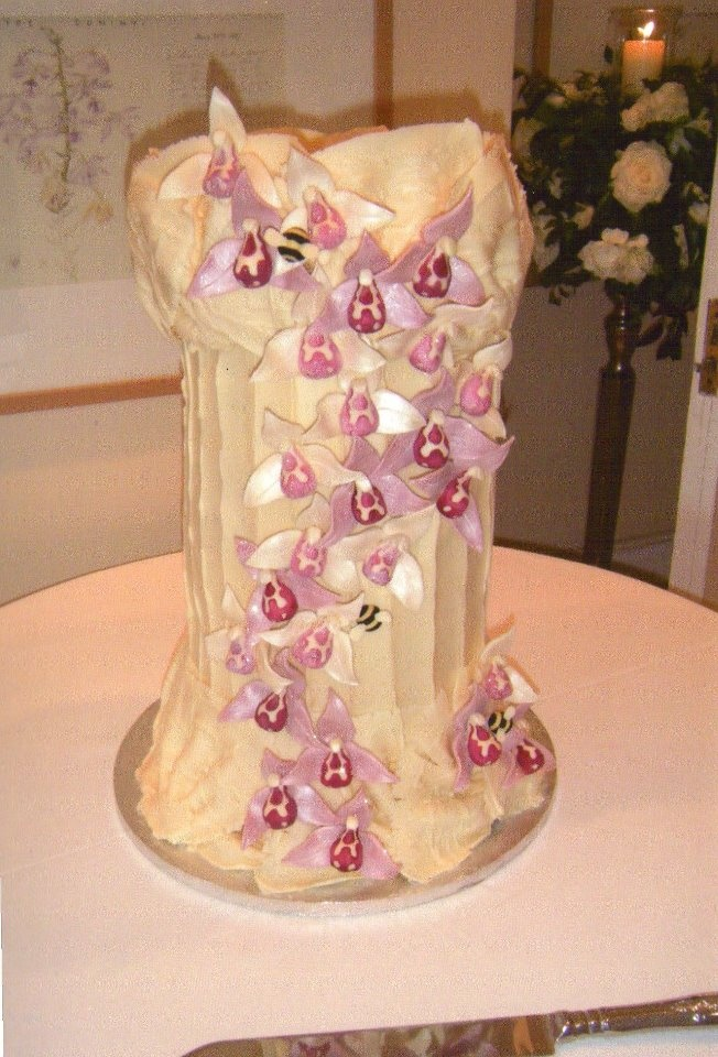 chocolate pillar with delicate chocolate petals...the perfect cake!