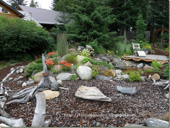 Landscaping With Driftwood : Driftwood garden decor