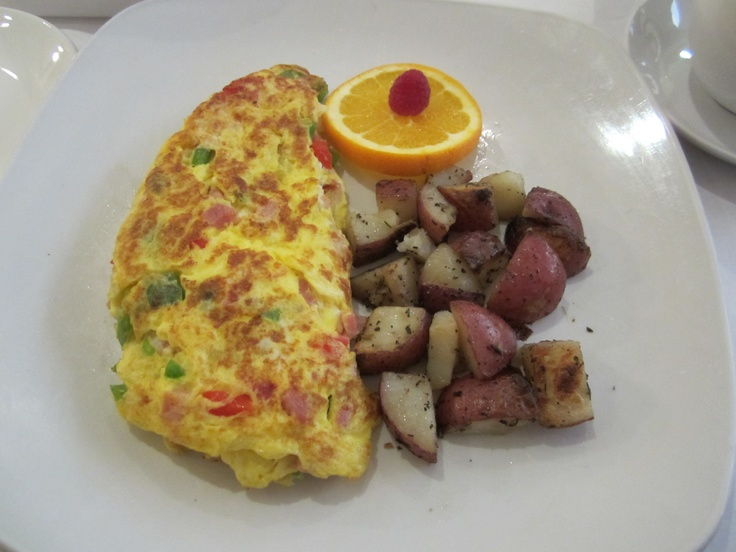 Western Omelet (my favorite breakfast dish) with homefried red skin ...