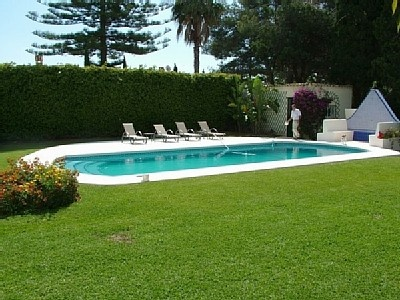 Landscaping front backyard landscaping ideas with pools for Pool in front yard ideas