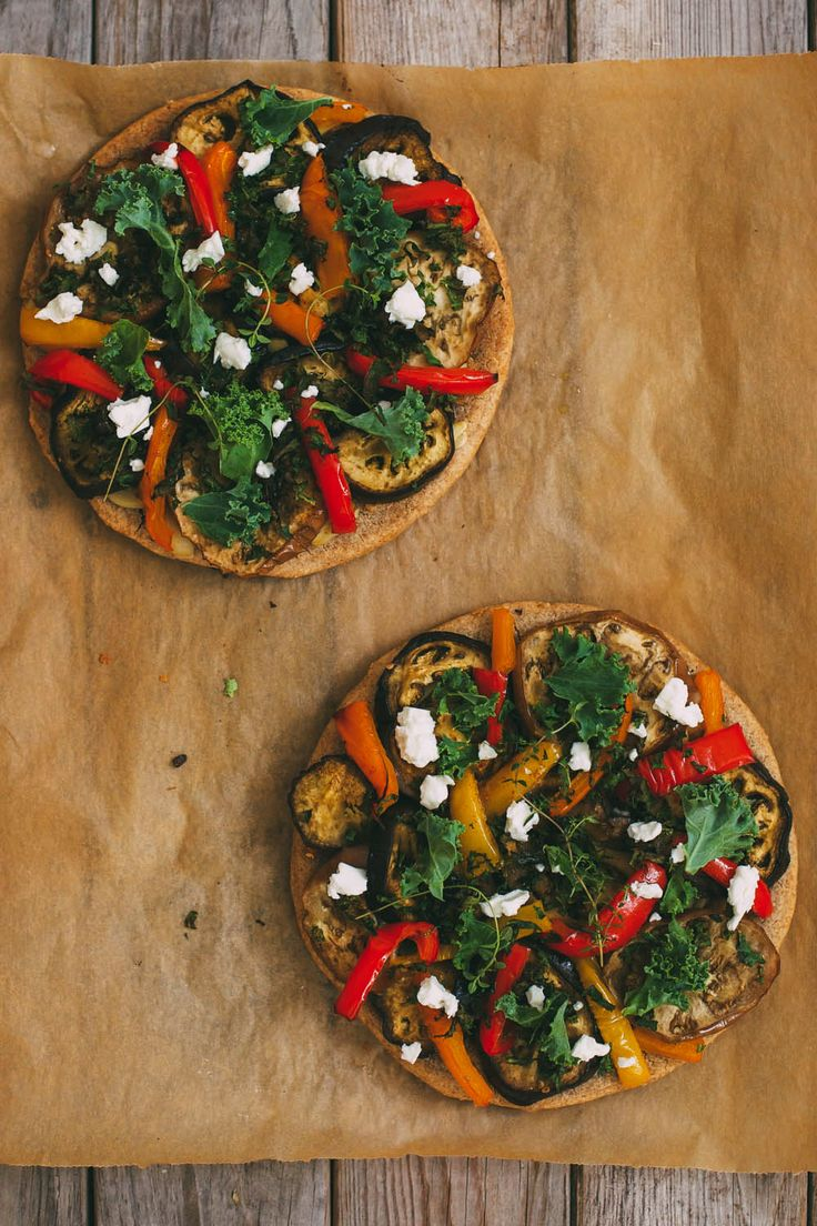 ROASTED EGGPLANT AND PEPPER PIZZA ON A BUCKWHEAT CRUST #vegan #glutenfree
