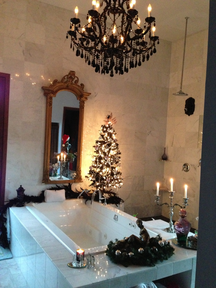 Elegant christmas bathroom christmas xmas holiday for Bathroom decor christmas