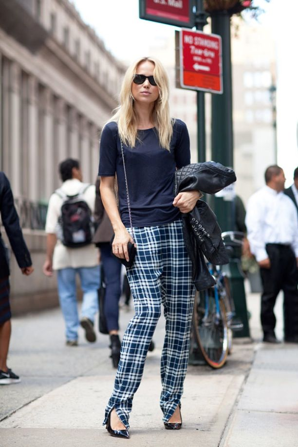 STREET STYLE PLAID TROUSERS TARTAN CHECKERED PANTS FASHION WEEK SWEDISH BLOGGER ELIN KLING SHORT SLEEVE CHECKERED PANTS BLUE PATENT BLACK CHRISTIAN LOUBOUTIN PUMPS SMALL CHAIN CROSSBODY BAG SUNGLASSES VIA HARPERS BAZAAR