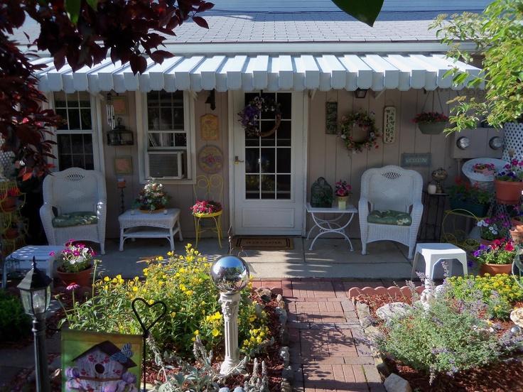 cottage garden backyard cottages cozy spaces pinterest
