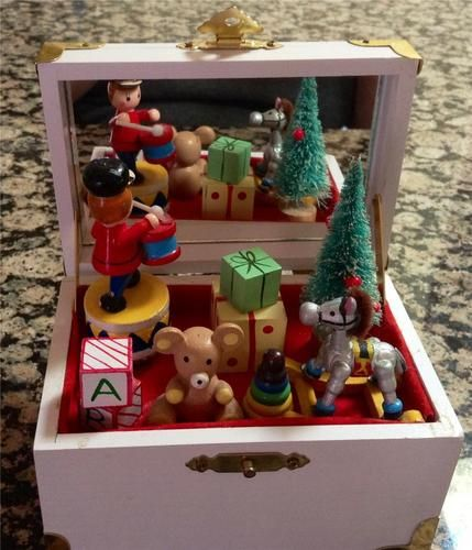 Christmas Toy Box : Vintage christmas music box toy chest plays toyland song