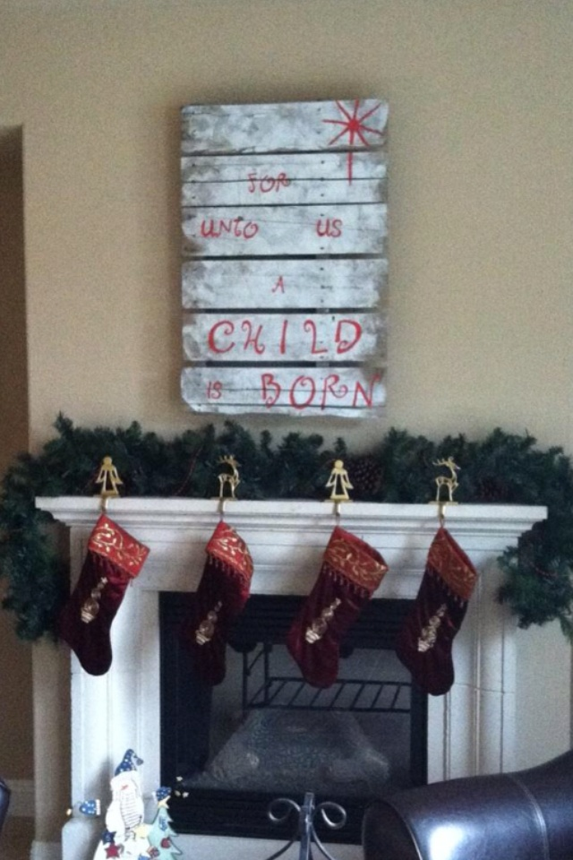 Pallet christmas sign christmas pallet ideas pinterest for Pinterest pallet christmas ideas