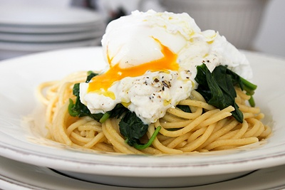 spaghetti with ricotta, spinach and poached egg - blog : mach etwas ...