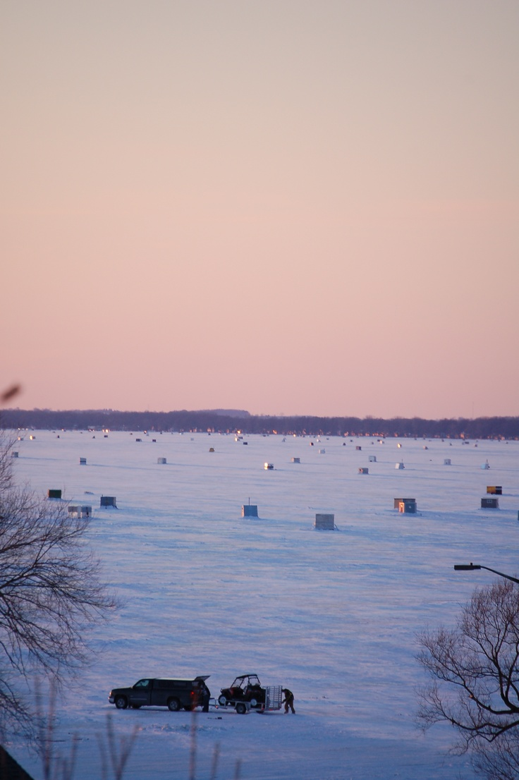 ice fishers on lake winnebago fishing tournaments