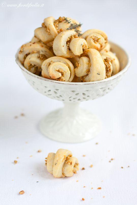 Rugelach salati alle nocciole olive e pecorino http://www.fiordifrolla ...