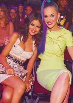 Selena and Katy @ the KCA
