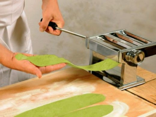 How to Make Homemade Spinach Pasta Noodles