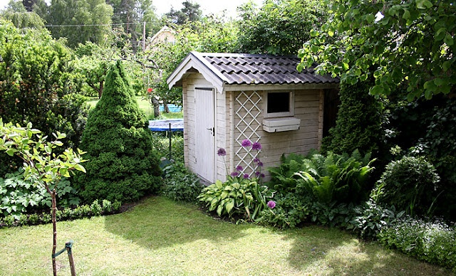 Pretty shed garden pinterest for Pretty garden sheds