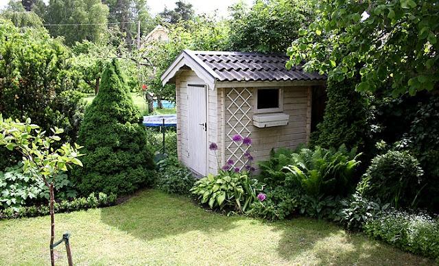 Pretty shed garden pinterest for Pretty garden sheds