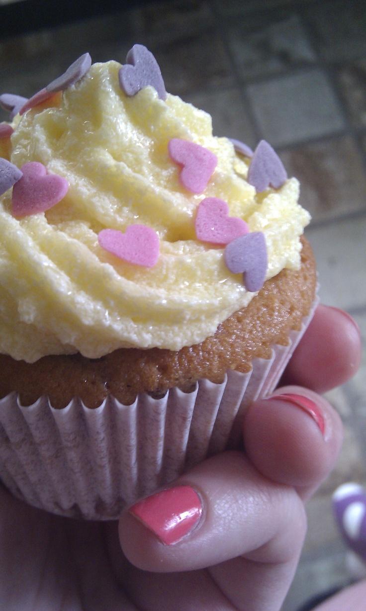 Homemade cherry-vanilla cupcake   Ilse's Bakery   Pinterest
