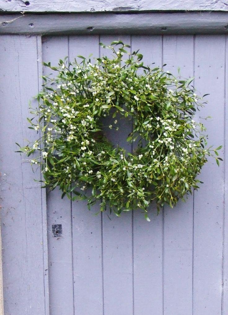 What a wonderfully abundant Mistletoe wreath! xoxo #mollietakeover