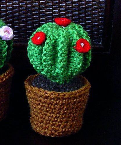 Crochet Cactus Pincushion Free Pattern : Barrel cactus in crochet pot-pincushion pattern by Cathy Ren