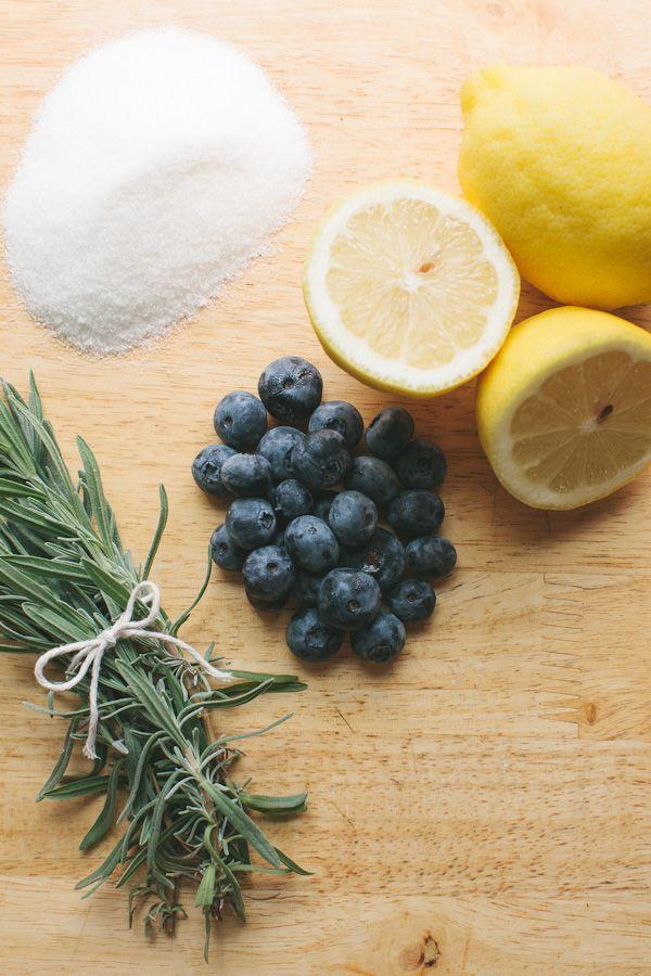 Blueberry-Lavender Lemonade // Becca Bakes (www.becca-bakes.com)