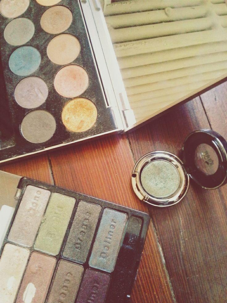 #stpatricksday #greens #eyeshadow #makeup #highend #drugstore #urbandecay #wetandwild #smashbox #beauty #blogging