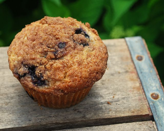 To Die For Blueberry Muffins (with struesel topping!) Go lighter on ...