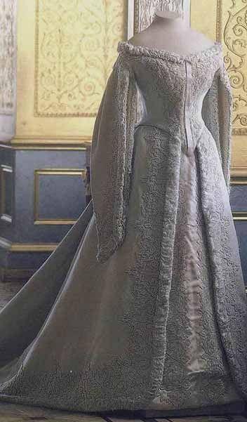 Russian Royal Wedding Dresses : Pin by mi calder on the wedding dress through history