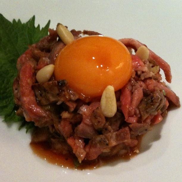 육회. yukhoe. steak tartare coréen. instagram photo by @nosonosoko