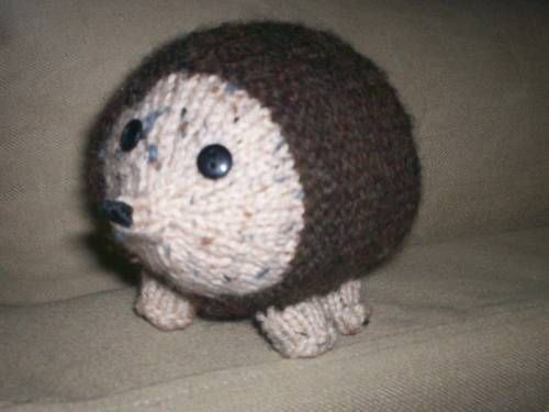 Knitting Pattern For Hedgehog : Knitted hedgehog - free pattern. Needlework Pinterest