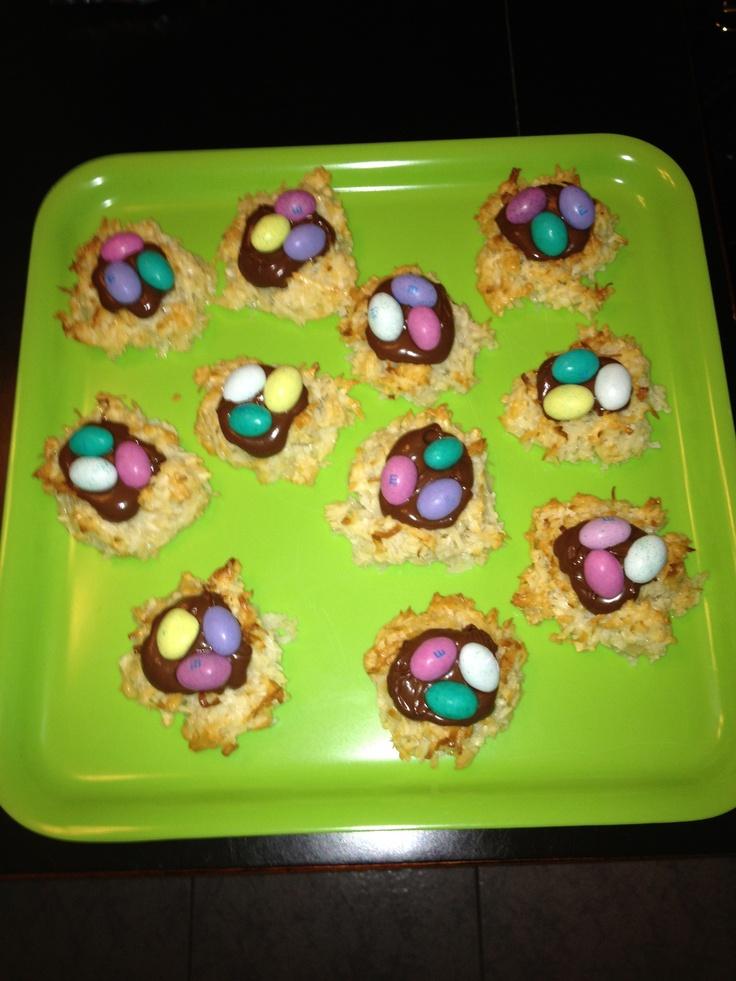 Coconut Nutella macaroon nests | Holidays | Pinterest