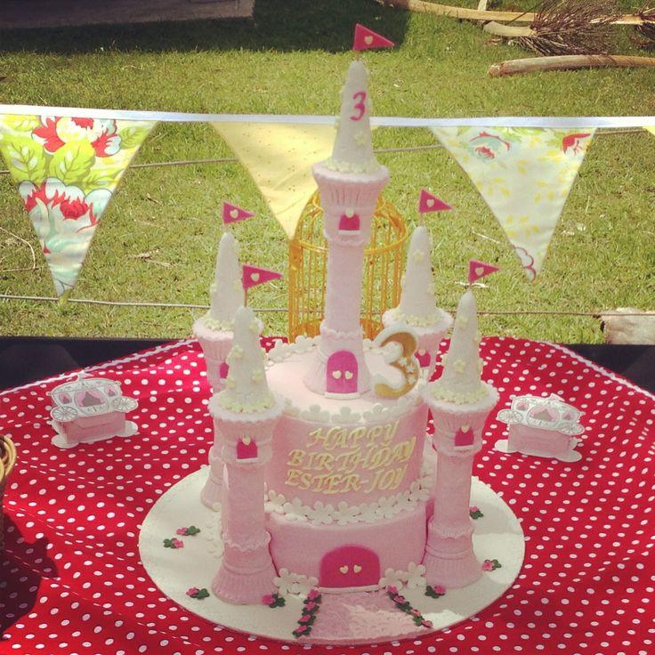 Esthers 3rd birthday. Castle cake. Princess party. Birthday cake.