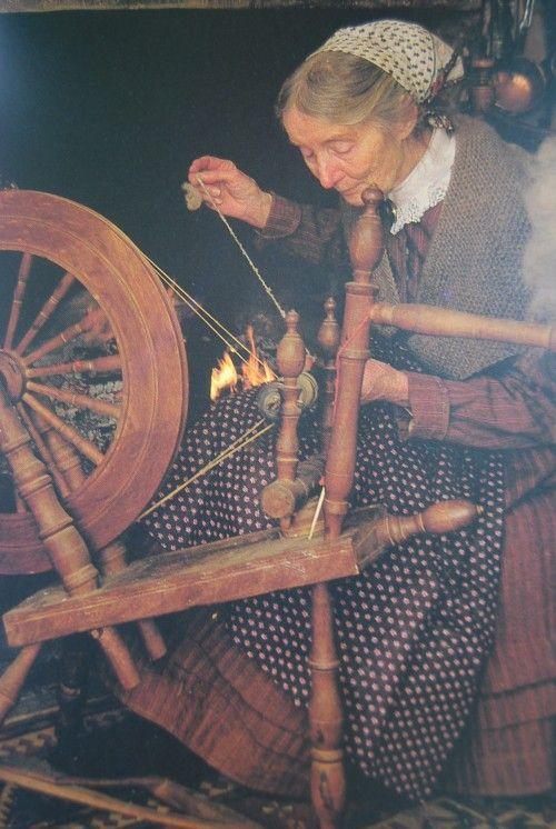 Tasha tudor at the spinning wheel