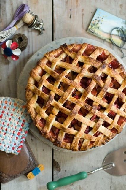 Lattice crust strawberry rhubarb pie.   Yummy Eats   Pinterest